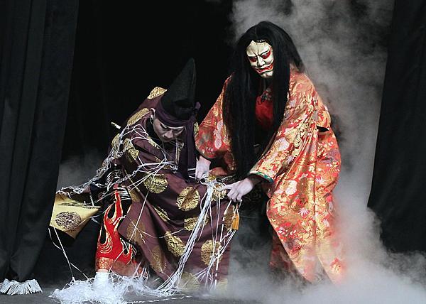英文解說有著千年歷史的日本傳統藝能「神樂」!