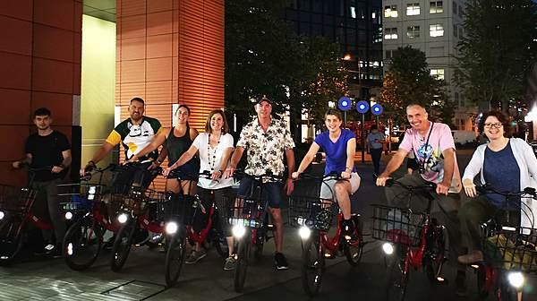 Tokyo at night with-E-Bike Tour 電動單車夜遊東京觀光行程