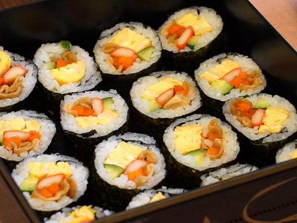 Enjoy Making Sushi in a Homestay-Like Atmosphere