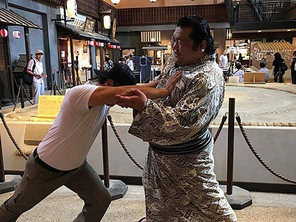Walking Tour in Asakusa and Ryogoku with Sumo Wrestlers