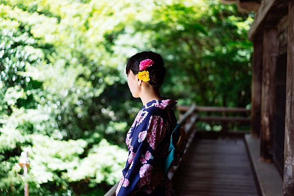 Dressed up in a beautiful Kimono and wander around the world heritage sites, Himeji Castle and Kokoen
