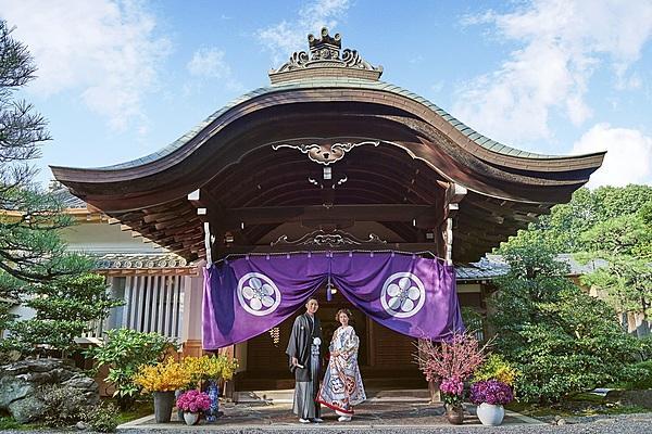 Photo shooting with Japanese-style wedding attire