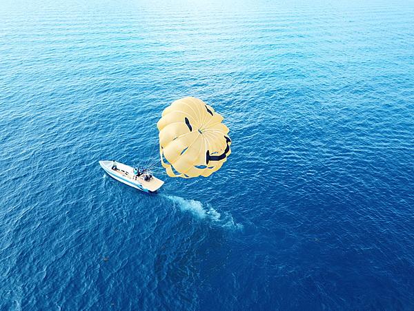 海中道路地區☆微笑滑翔傘體驗(拖拉繩索長達100米)