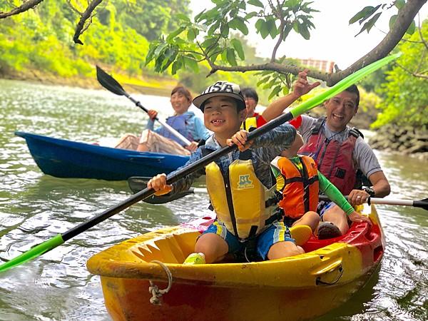 當天預約也OK!於【沖繩/嘉手納】宛如叢林般茂密的比謝川流域,展開探索紅樹林的皮划艇體驗行程!