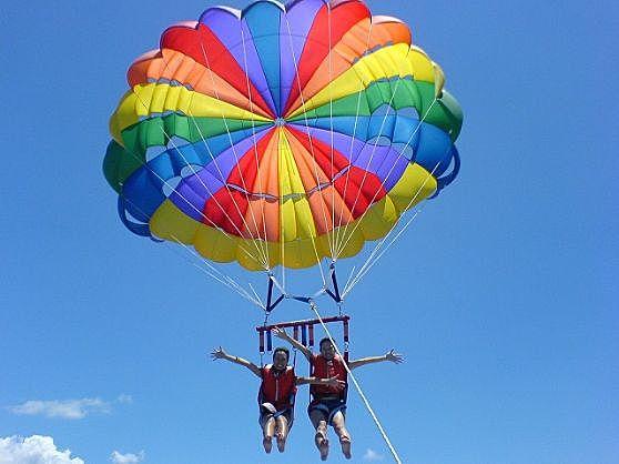 【鄰近美麗海水族館!】海上滑翔傘體驗♪