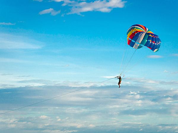 【1100日圓折扣優惠◇6歲或以上即可報名參加】青之洞窟浮潛&海上滑翔傘體驗