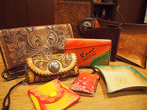 Colorful! Make a nifty accessory case! Leathercraft Experience
