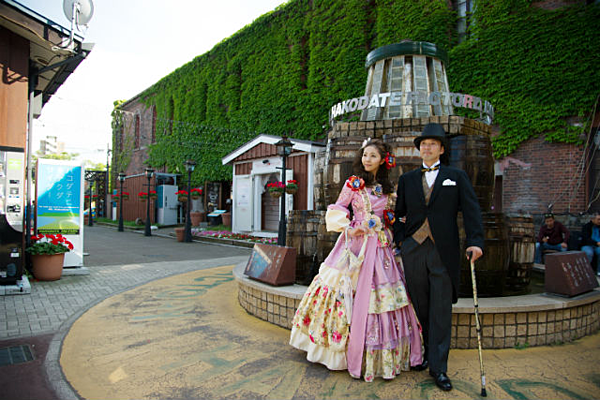 One minute walk from Hakodate Station! Change into a dress and experience a time trip around the popular station area!