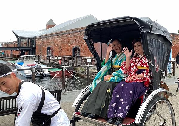 Take a trip to 19th century Hakodate! A 30-minute rickshaw tour of the city in a hakama (30 minutes)