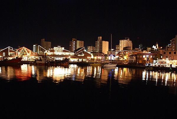 Best seat in the port city! A night cruise to taste Hakodate's famous beer and squid.