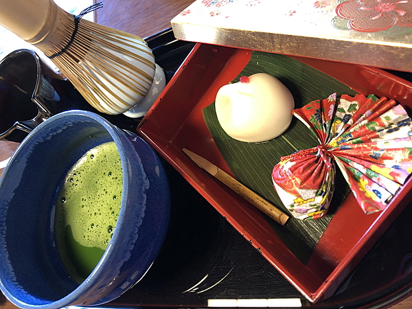 Matcha tea ceremony and kimono rental at a café and bar in Hakodate to promote local exchange and culture.