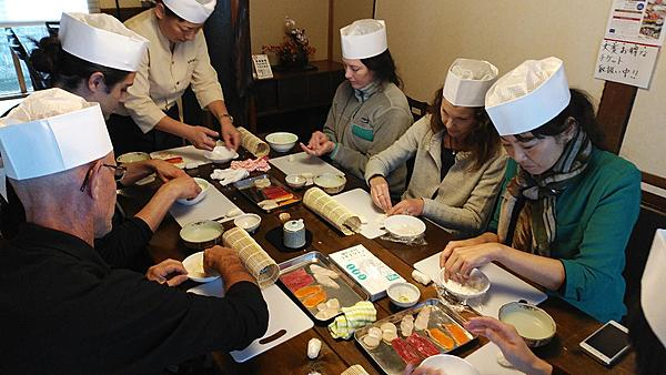 Sushi lunch using fresh ingredients from Hakodate, a city of the sea (soup and chawanmushi set)