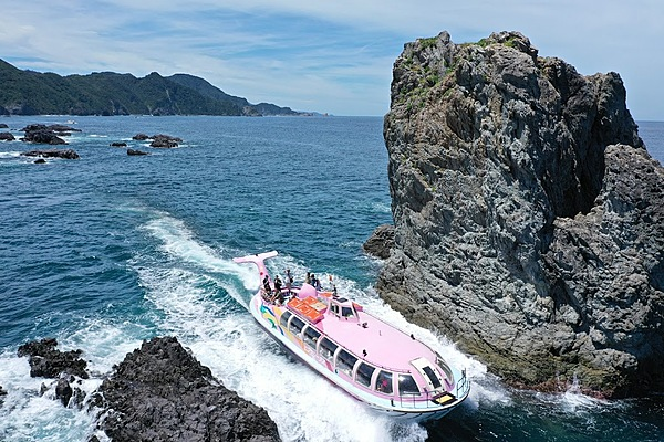 -A cruising experience at Omi Island- Feel and see the wonderous landforms nature has to offer.