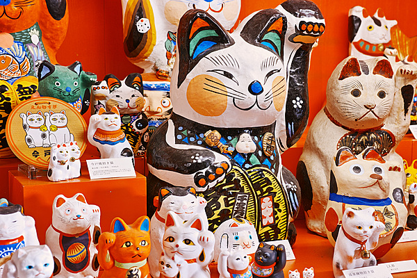 "[Okayama] Making a lucky cat at the ""Maneki Neko Museum"""