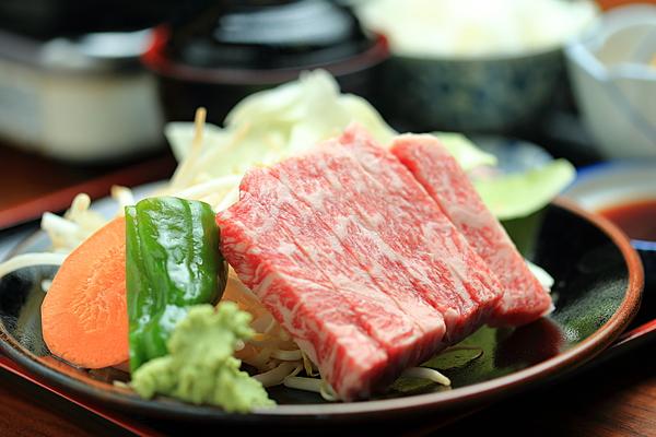 【午餐&即日來回溫泉方案】盡情享受擁有16個露天溫泉的「平湯之森」,午餐為飛彈牛脊肉鐵板燒套餐,讓你大飽口福!