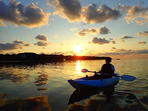 【宮古島】在清爽的早晨展開感動之旅!自選日出SUP立式槳板or加式獨木舟體驗