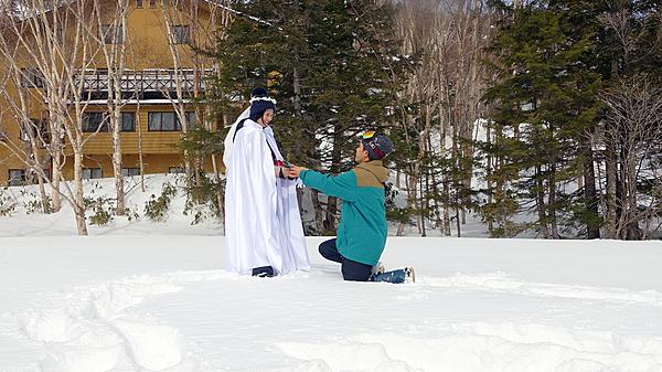 [Snow Activity] Wedding Photo & Surprise! Romantic Snowshoeing Treasure Hunt