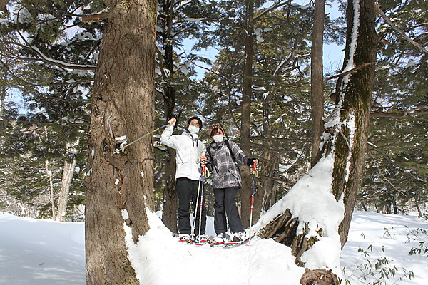 [Private Snowshoe Tour] Snow Trekking with a guide at Manza Onsen with Snowshoes