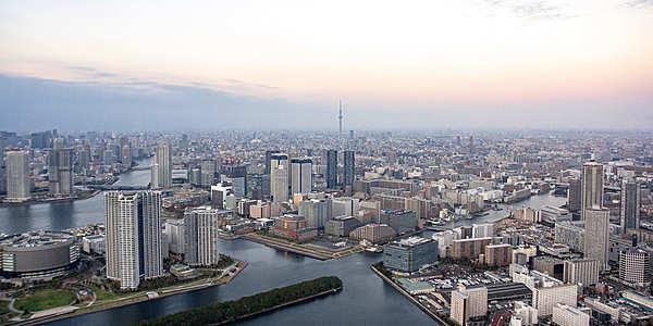 翱翔在東京灣上的蔚藍天空,推出超值的10分鐘直升機遊覽體驗價!