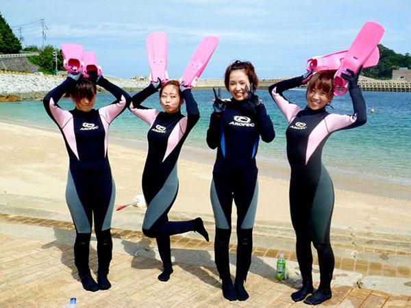 穿梭於海中世界♪體驗浮潛野餐及岸潛/從海灘下海