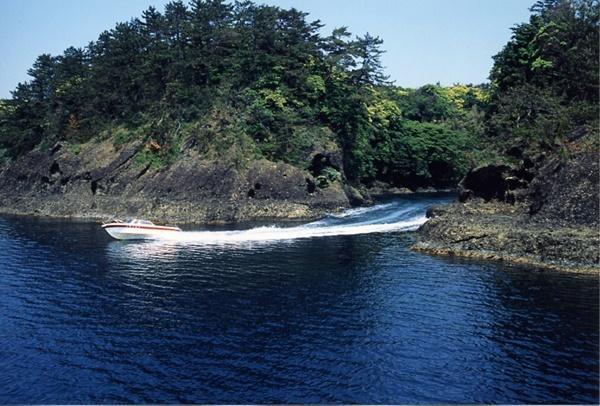 【6〜10月限定】高速モーターボートで行く「琴浦洞窟めぐり」