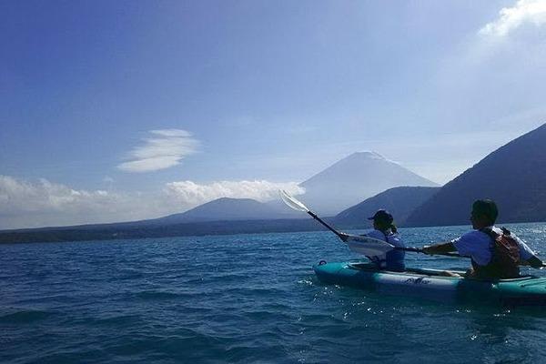 ペットも一緒に楽しめる!本栖湖で富士山展望クルーズカヤック体験