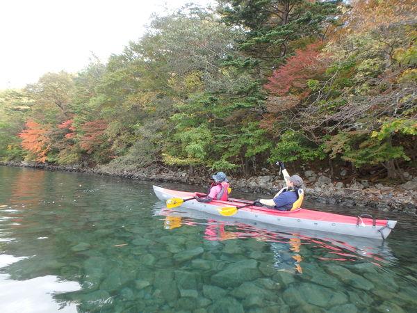 【半日】カヌーから見る紅葉は絶景!中禅寺湖カヌーツアー
