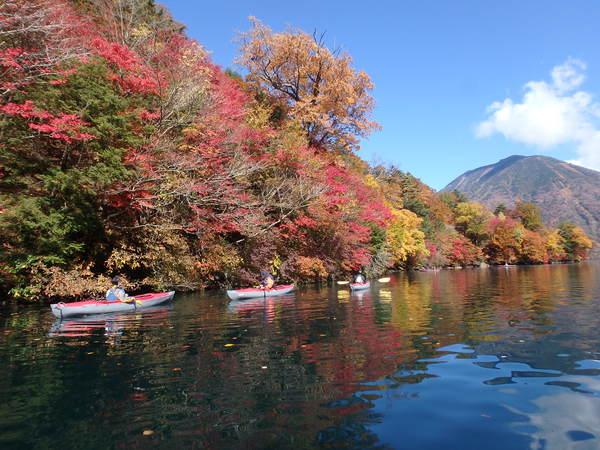 【お一人様用/半日】カヌーから見る紅葉は絶景!中禅寺湖カヌーツアー