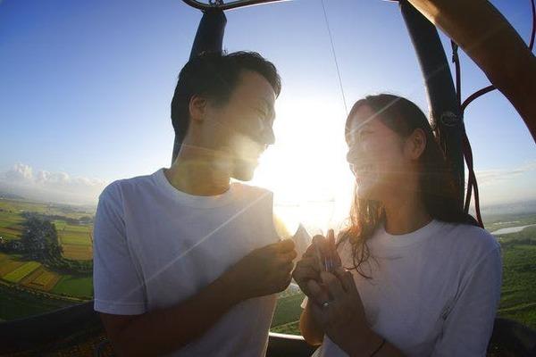 【土日祝/夏休み】早朝のロマンティックな時間を過ごす熱気球フリーフライト体験